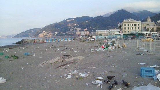 Nuotare tra i rifiuti in Italia